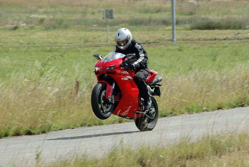 Test - Ducati 1098: kladivo na japonské čarodějnice: - fotka 5