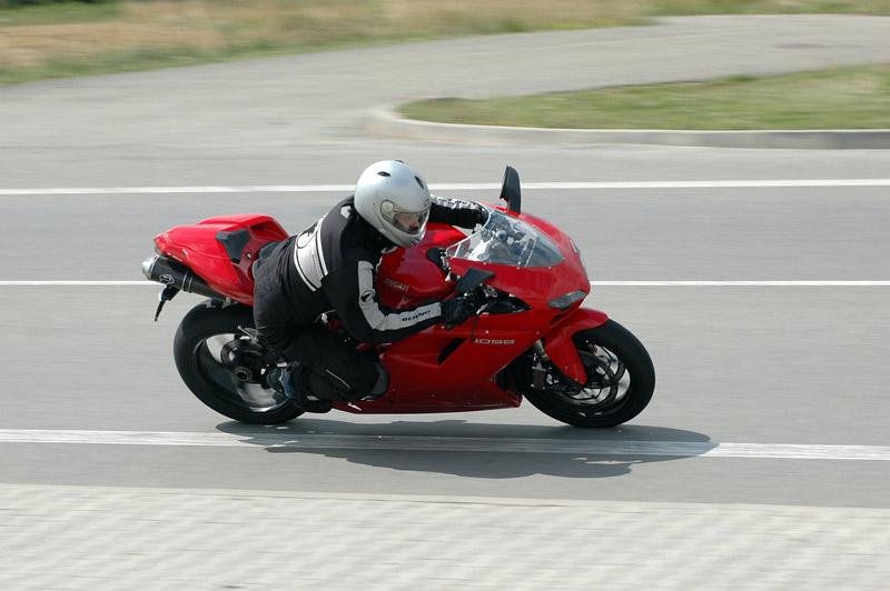Test - Ducati 1098: kladivo na japonské čarodějnice: - fotka 13