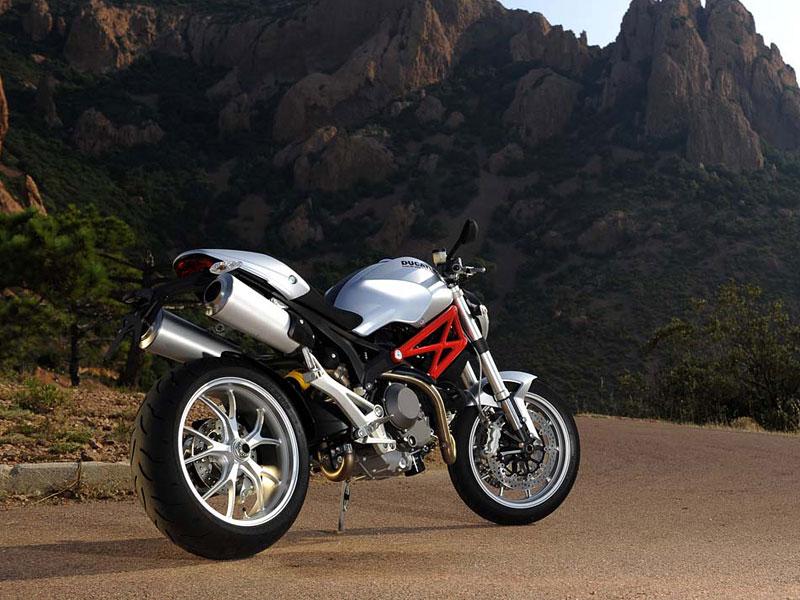 Nový streetfigher Ducati Monster 1100 (+ video): - fotka 6