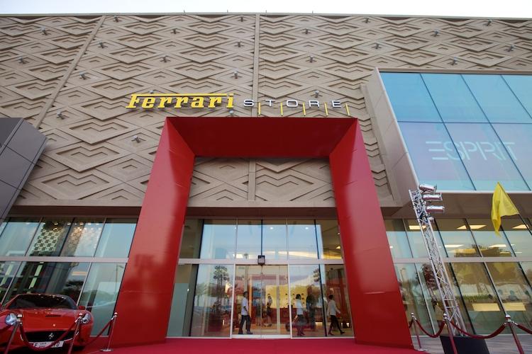Největší obchod na světě se zbožím od Ferrari otevřen v Dubaji: - fotka 1