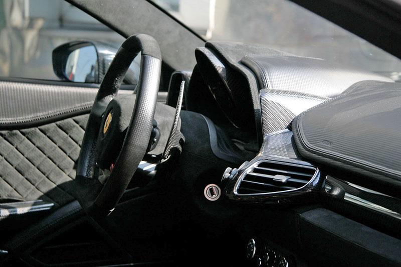 Ferrari 458 Black Carbon Edition od Anderson Germany: Temný rytíř: - fotka 3