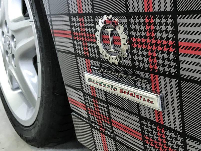 Ferrari 512 TR Spider a slušivý kostkovaný kabátek: - fotka 4