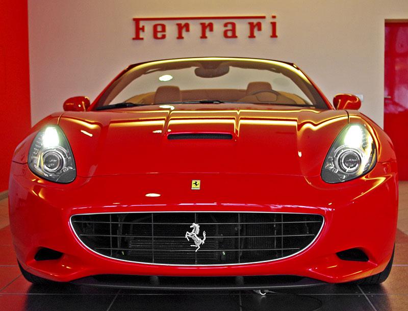 Ferrari California k vidění v Praze!: - fotka 16