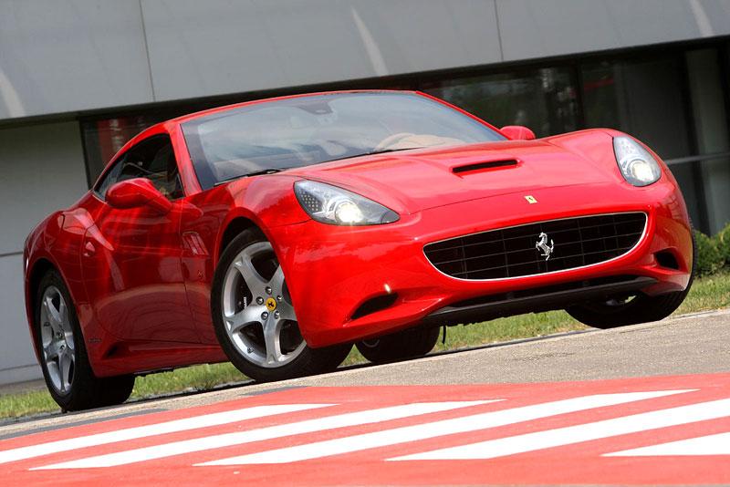 Ferrari California už zná svou cenu: - fotka 20