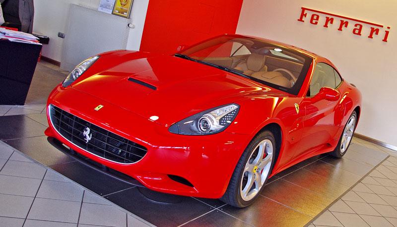 Ferrari California k vidění v Praze!: - fotka 17
