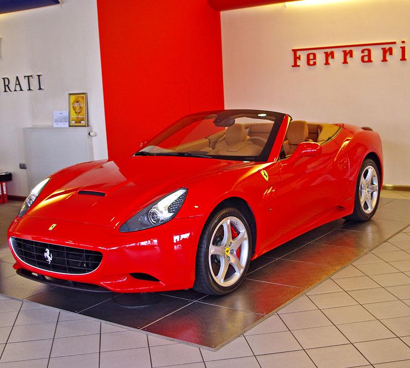 Ferrari California k vidění v Praze!: - fotka 19