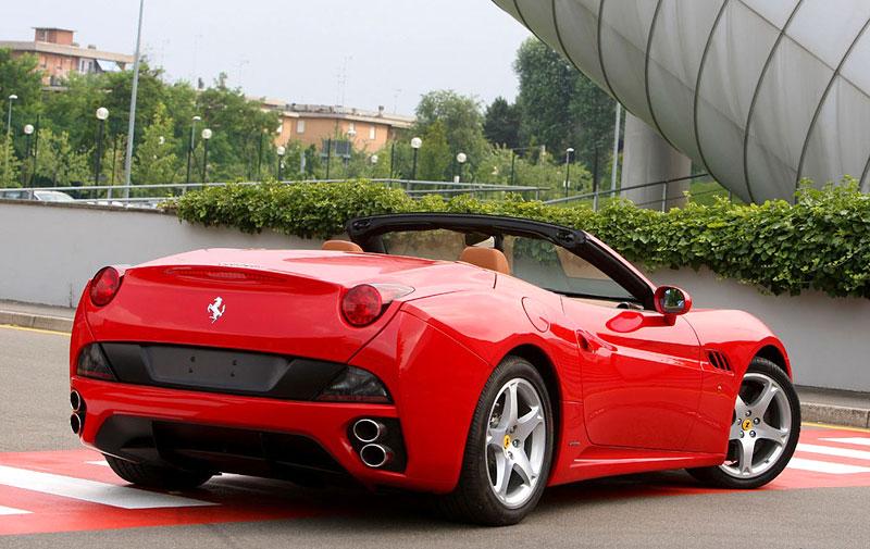 Ferrari California už zná svou cenu: - fotka 24