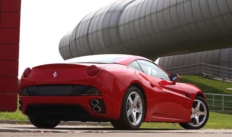 Ferrari California už zná svou cenu: - fotka 28