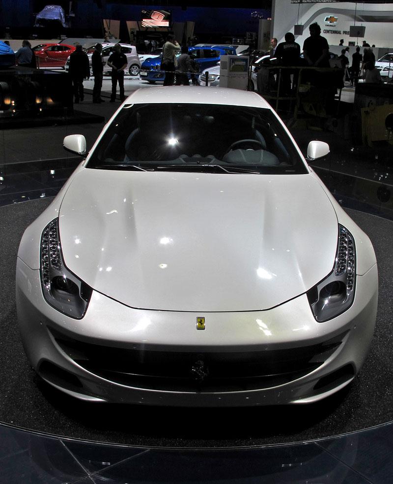 Ženeva 2011 živě: Ferrari FF - žába nebo princ?: - fotka 2