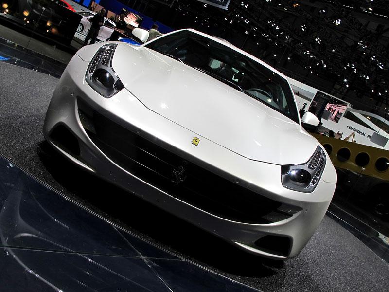 Ženeva 2011 živě: Ferrari FF - žába nebo princ?: - fotka 3