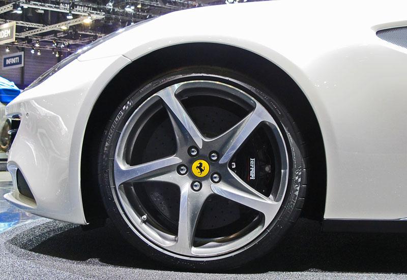 Ženeva 2011 živě: Ferrari FF - žába nebo princ?: - fotka 16