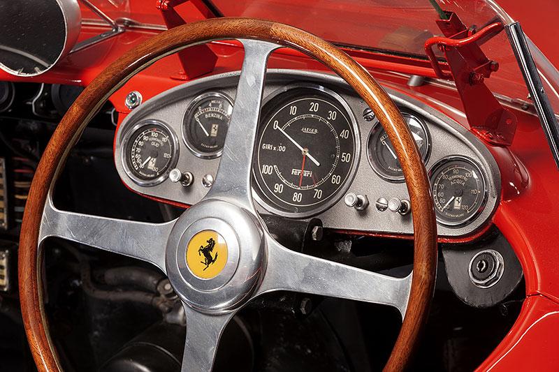 Ferrari 335 S: Mistr světa za tři čtvrtě miliardy korun: - fotka 3