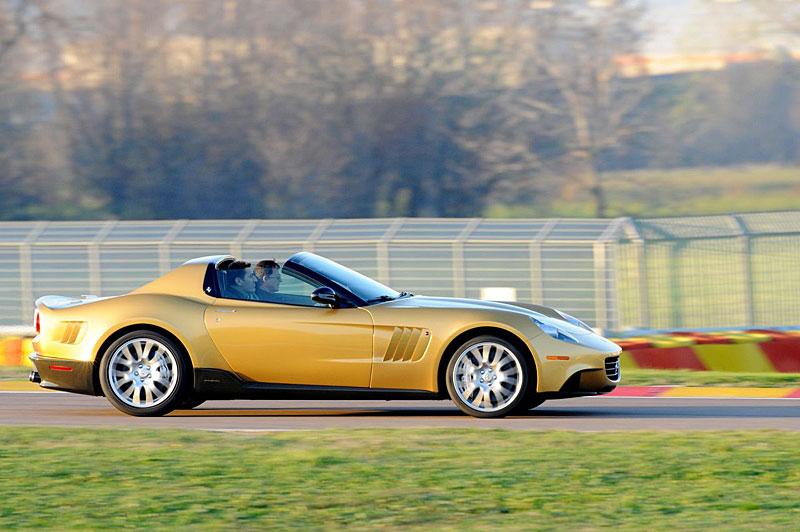 P540 Superfast Aperta: jednokusová série od Ferrari: - fotka 3