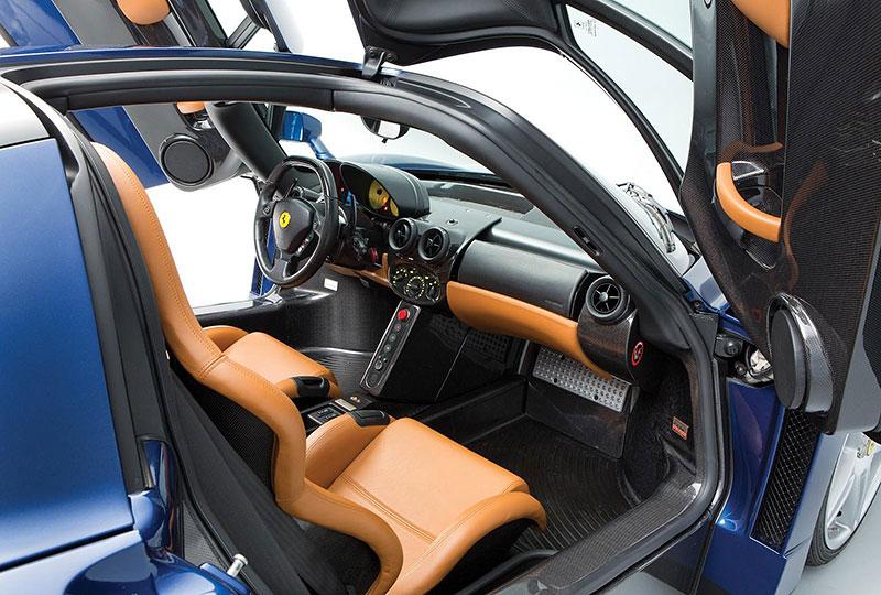 Líbila by se vám V12 z Ferrari Enzo do vašeho projektu? Jedna je na prodej, budete ale potřebovat spoustu peněz: - fotka 2