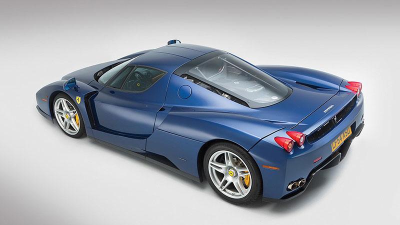 Líbila by se vám V12 z Ferrari Enzo do vašeho projektu? Jedna je na prodej, budete ale potřebovat spoustu peněz: - fotka 9
