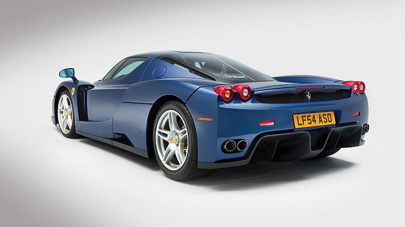 Líbila by se vám V12 z Ferrari Enzo do vašeho projektu? Jedna je na prodej, budete ale potřebovat spoustu peněz: - fotka 10