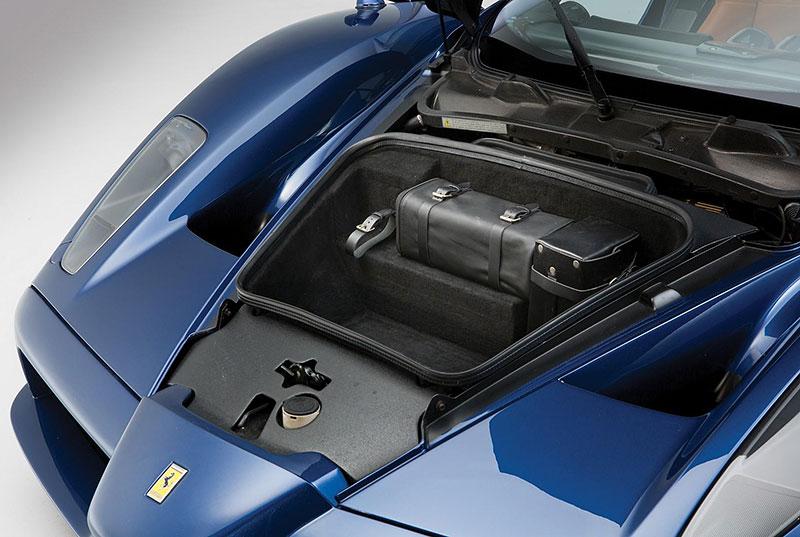 Líbila by se vám V12 z Ferrari Enzo do vašeho projektu? Jedna je na prodej, budete ale potřebovat spoustu peněz: - fotka 13