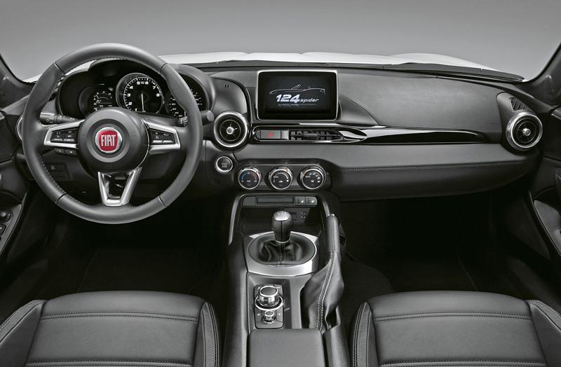 Fiat 124 Spider nelze nemilovat! V Ženevě je miláčkem expozice.: - fotka 33