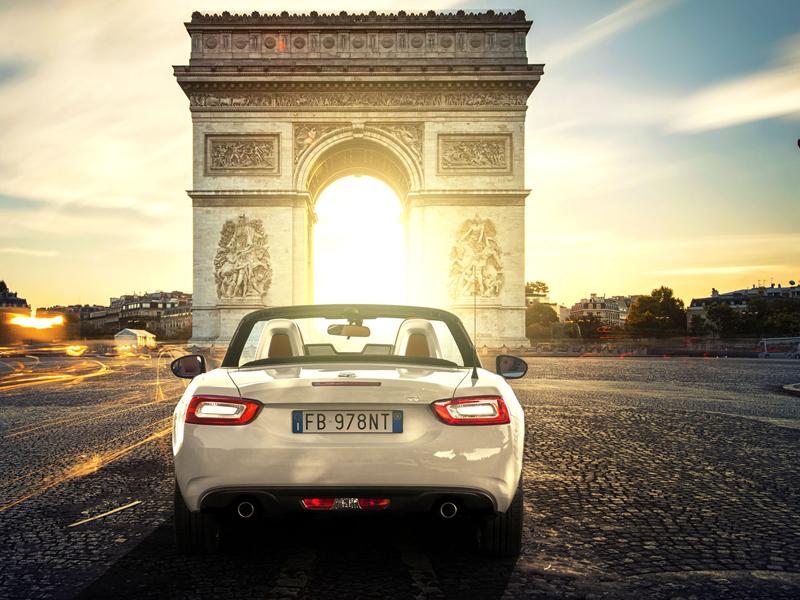 Fiat 124 Spider nelze nemilovat! V Ženevě je miláčkem expozice.: - fotka 56