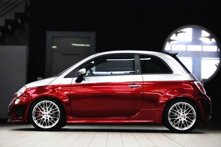 500C Abarth Anniversario:  Romeo Ferraris sobě: - fotka 3