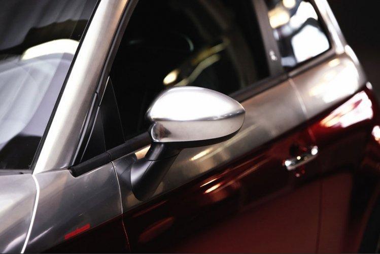 500C Abarth Anniversario:  Romeo Ferraris sobě: - fotka 5