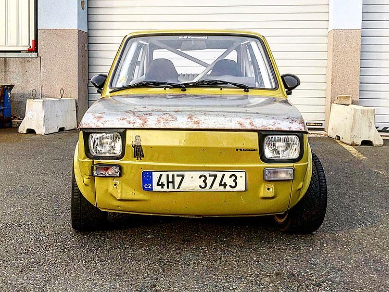 V Česku je na prodej Maluch s motorem z Kawasaki Ninja. Stovku dá pod 4 sekundy: - fotka 2