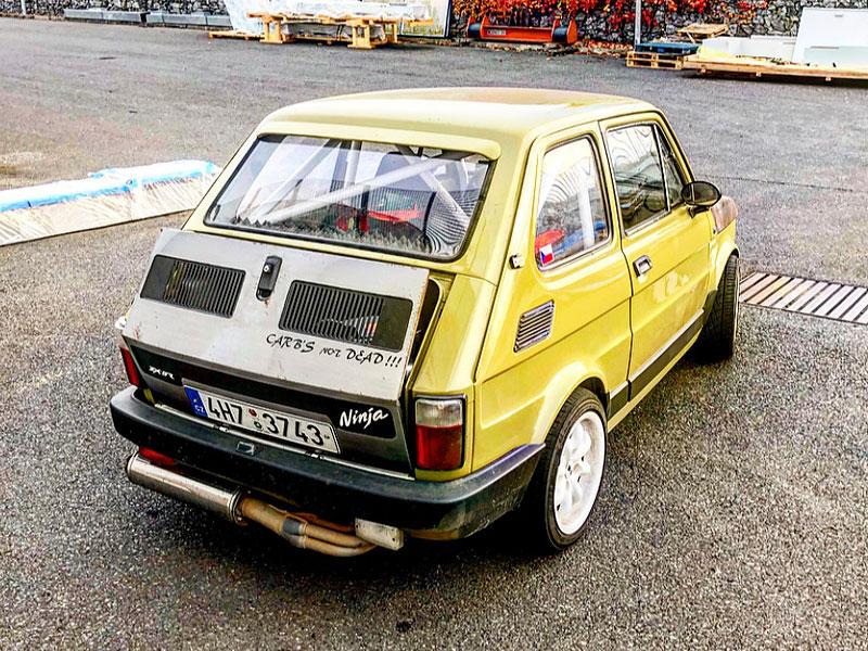 V Česku je na prodej Maluch s motorem z Kawasaki Ninja. Stovku dá pod 4 sekundy: - fotka 5