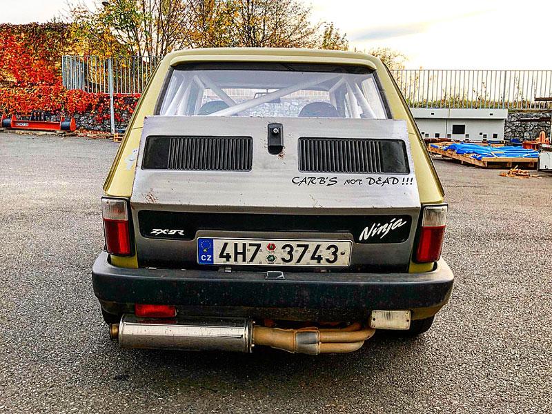 V Česku je na prodej Maluch s motorem z Kawasaki Ninja. Stovku dá pod 4 sekundy: - fotka 6