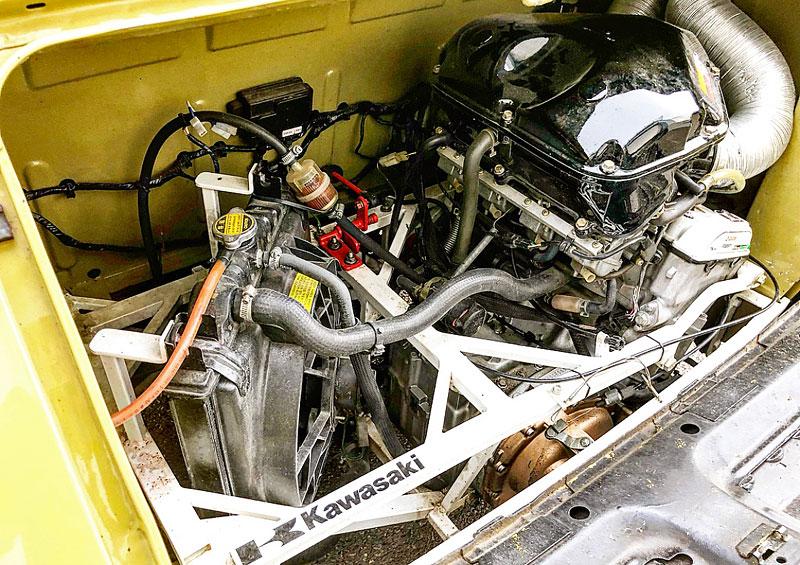 V Česku je na prodej Maluch s motorem z Kawasaki Ninja. Stovku dá pod 4 sekundy: - fotka 7