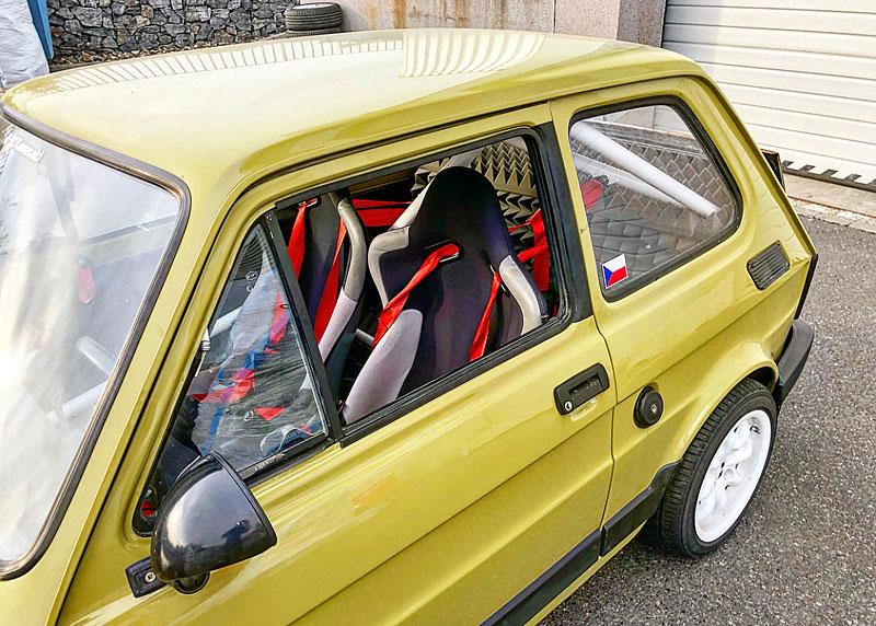 V Česku je na prodej Maluch s motorem z Kawasaki Ninja. Stovku dá pod 4 sekundy: - fotka 8