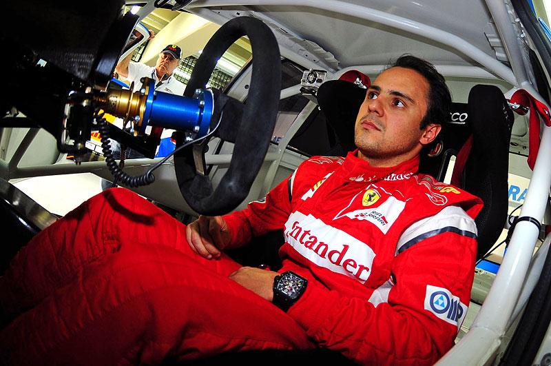 Felipe Massa za volantem Fiatu Linea: - fotka 2