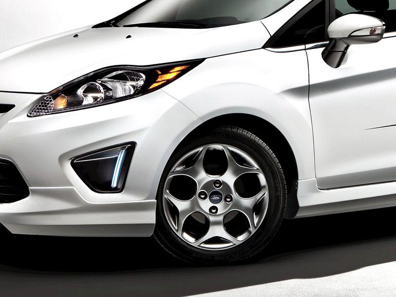 Ford Fiesta po americku: bodykity a polepy: - fotka 11
