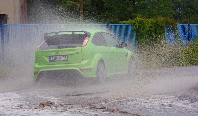 Ford Focus RS – namydlenej blesk: - fotka 48