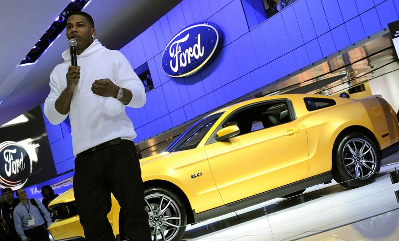 Rapper Nelly a jeho Mustang GT 2011: široký krasavec: - fotka 2