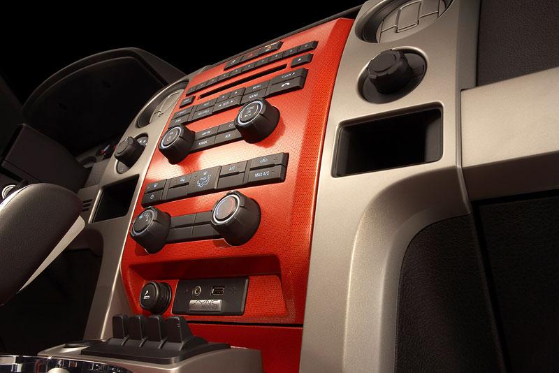 SEMA: Ford F-150 SVT Raptor: - fotka 4