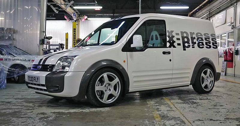 Víte, že existuje Fordy Transit Connect s technikou rychlých Focusů? Na sériovou výrobu to ale nevypadá: - fotka 1