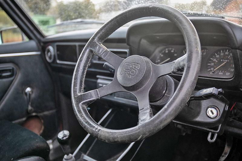 Na prodej je úžasný Ford Escort RS2000 X-Pack z roku 1977. Za 30 let nezměnil majitele: - fotka 2