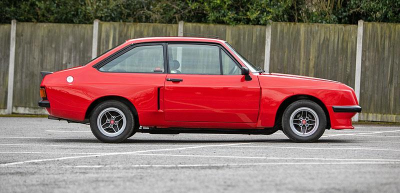 Na prodej je úžasný Ford Escort RS2000 X-Pack z roku 1977. Za 30 let nezměnil majitele: - fotka 6