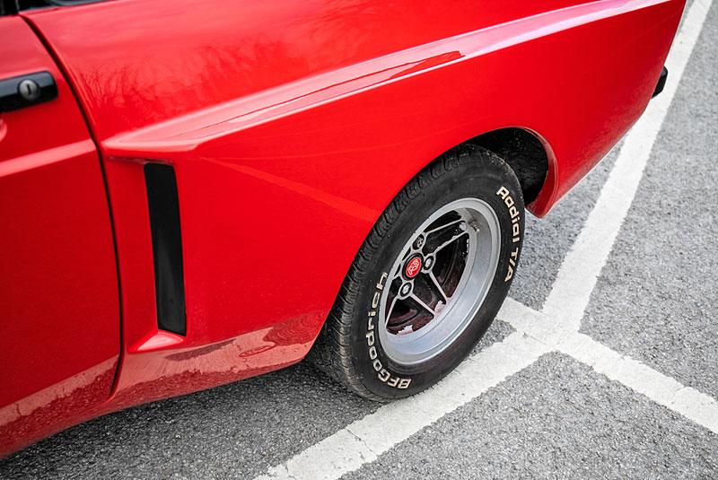 Na prodej je úžasný Ford Escort RS2000 X-Pack z roku 1977. Za 30 let nezměnil majitele: - fotka 17