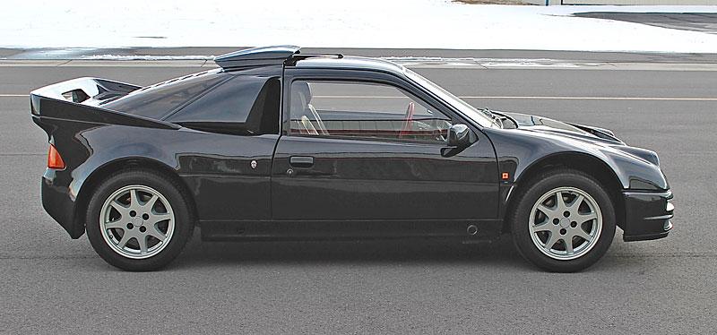 Jeden z 146 Fordů RS200, které smějí i na silnici, se prodal za víc než 6 milionů: - fotka 21