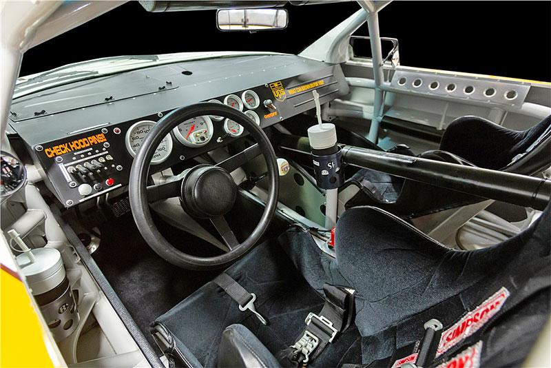 Tenhle závodní speciál série NASCAR smí na běžné silnice. A je na prodej: - fotka 1