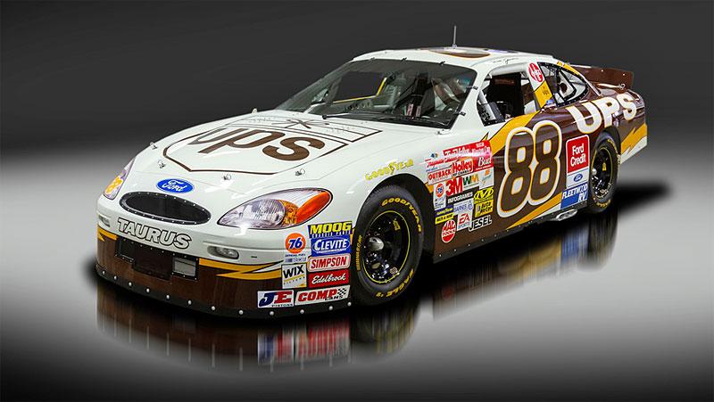 Tenhle závodní speciál série NASCAR smí na běžné silnice. A je na prodej: - fotka 2