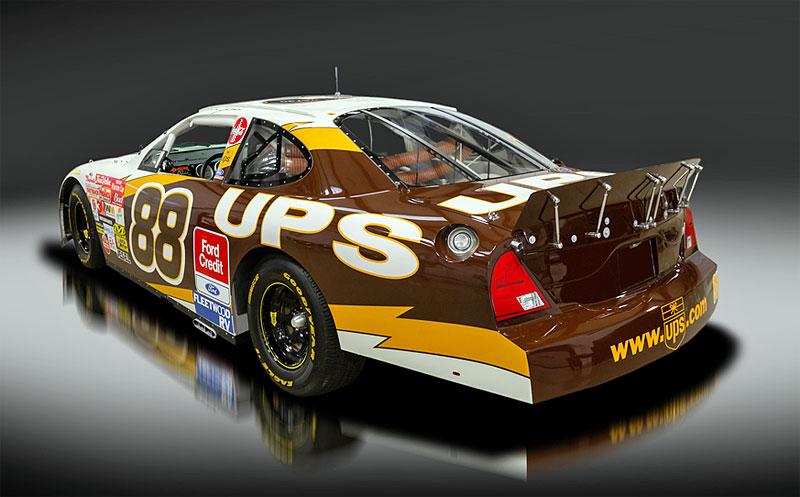 Tenhle závodní speciál série NASCAR smí na běžné silnice. A je na prodej: - fotka 4