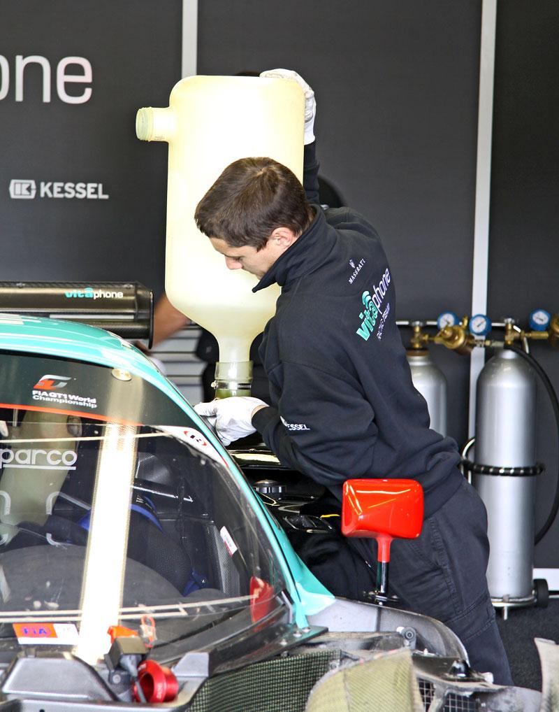 FIA GT1 v Brně: výsledky, velká galerie a povídání s Hansem Reiterem: - fotka 24