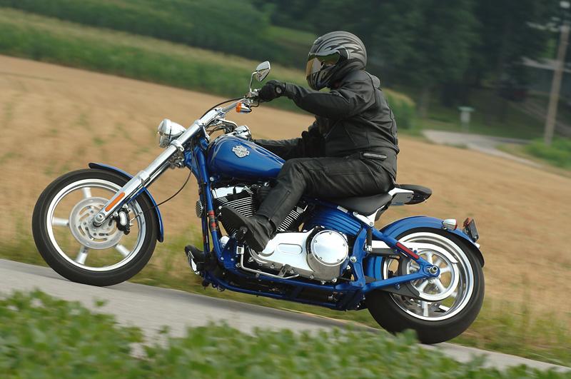 Harley-Davidson FXCW Rocker: chopper pro velký kluky: - fotka 3