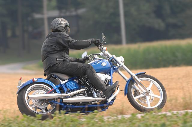 Harley-Davidson FXCW Rocker: chopper pro velký kluky: - fotka 4