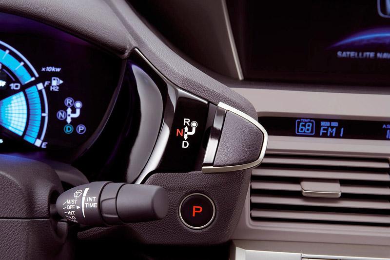 Honda FCX Clarity - S vodíkovým autem na závodní okruh: - fotka 15