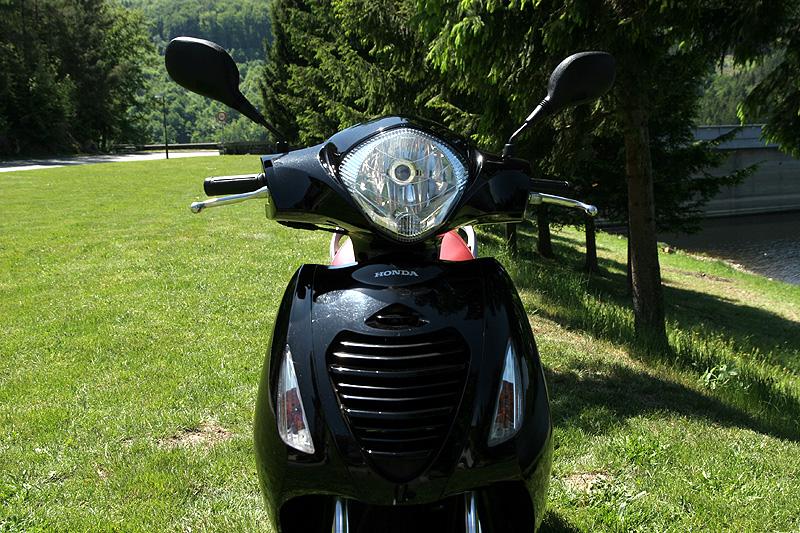 Test: Honda PS125i - moderna nebo retro?: - fotka 8