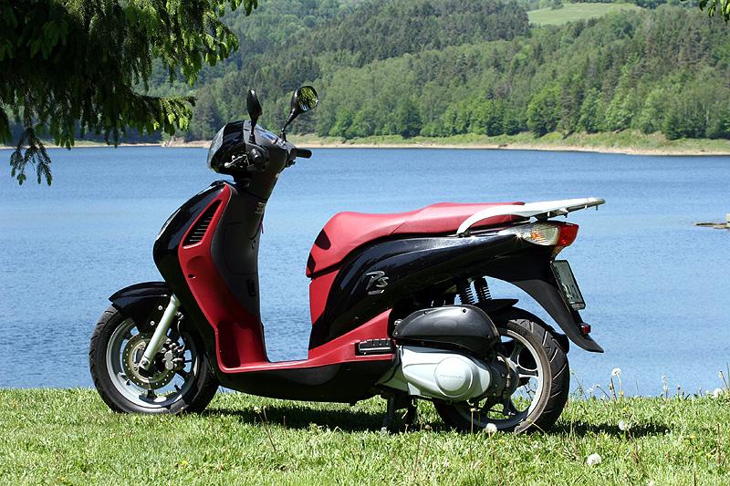 Test: Honda PS125i - moderna nebo retro?: - fotka 10