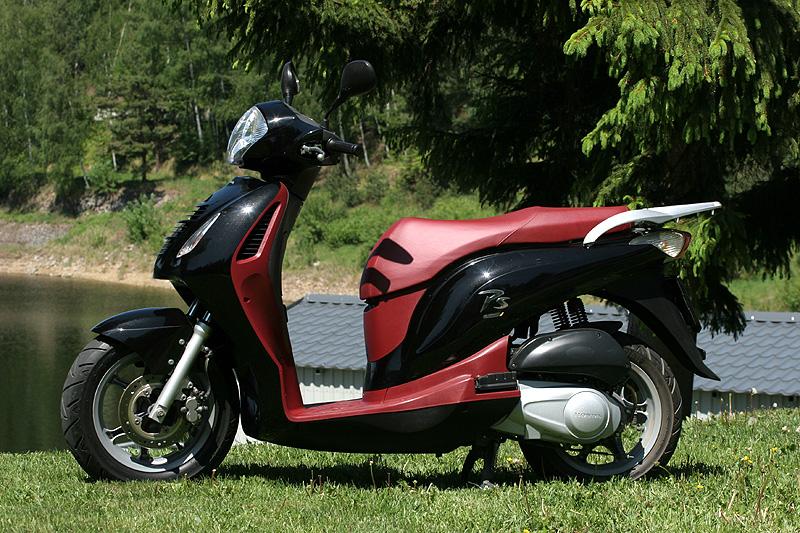 Test: Honda PS125i - moderna nebo retro?: - fotka 11